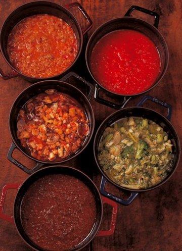 Staub 5 Bräter mit div Mahlzeiten